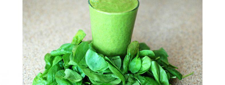 grön smoothie med spenat innehåller extremnivåer med oxalat