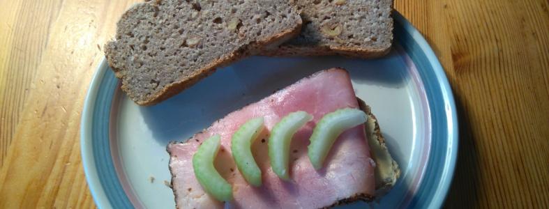 glutenfritt valnötsbröd på havre och bovetemjöl